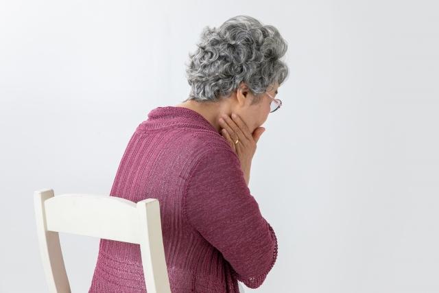 歯痛に悩む高齢女性